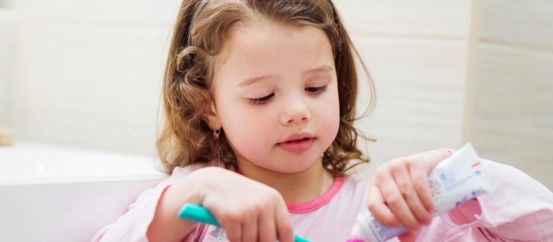 kids-brushing-teeth-early